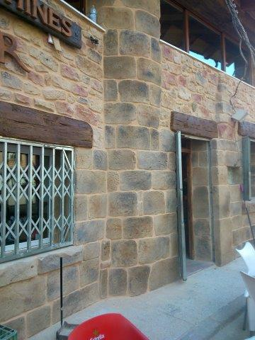 Trabajo realizado en la rehabilitaci�n de fachada en Deza utilizando textura del Sistema Estecha EST-Decor