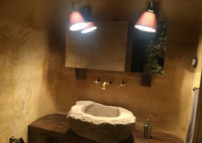 Decoración con mortero en lavabo